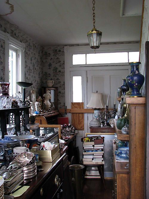 River 2 Com Antiques foyer