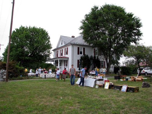 Yard crawl white house
