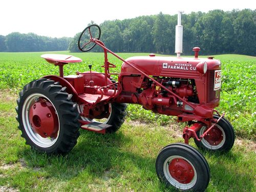 Red tractor IH 1949
