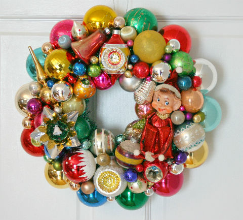 Wreath-from-vintage-ornaments-georgia-peachez-and-retrorenovation