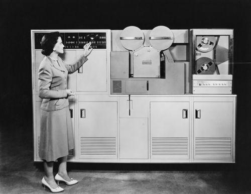 Computer_vintage_hires_shutterstock_94006795